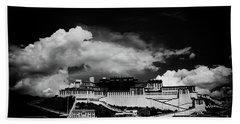 Potala Palace Bw. Lhasa, Tibet. Yantra.lv Beach Towel
