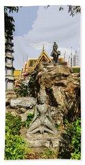 Reusi Dat Ton Statues At Wat Pho Beach Towel