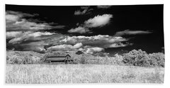 S C Upstate Barn Bw Beach Towel
