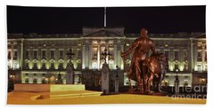 Beach Towel featuring the photograph Statues View Of Buckingham Palace by Terri Waters