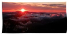 Sunrise Over Wyvis Beach Towel