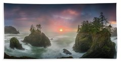 Sunset Between Sea Stacks With Trees Of Oregon Coast Beach Towel