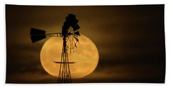 Supermoon Rise 4  11-14-2016 Beach Towel by Ernie Echols
