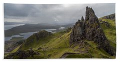 The Old Man Of Storr, Isle Of Skye, Uk Beach Sheet