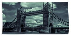 Tower Bridge Bw Beach Towel