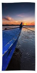 Beach Towel featuring the photograph Until To The End by Edgar Laureano
