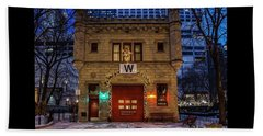 Vintage Chicago Firehouse With Xmas Lights And W Flag Beach Sheet