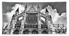 Westminster Abbey Under The Clouds And Rays Beach Towel