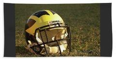 Wolverine Helmet In Morning Sunlight Beach Sheet