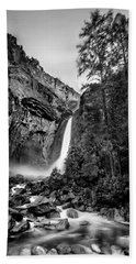 Yosemite Waterfall Bw Beach Towel