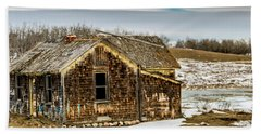 Abondened Old Farm Houese And Estates Dot The Prairie Landscape, Beach Towel
