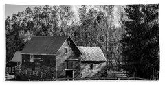Hudson Valley Ny Countryside Bw Beach Towel