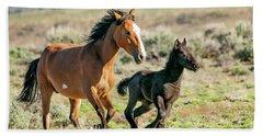 Running Wild Mustangs - Mom And Baby Beach Towel