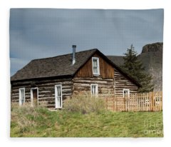 Log Cabin Fleece Blanket