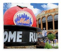 Mets Home Run Apple Fleece Blanket