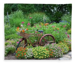 Old Bicycle With Flower Basket Fleece Blanket