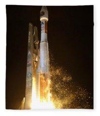 Atlas V Rocket Taking Off Fleece Blanket