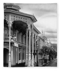 Before The Gates Open In Black And White Walt Disney World Fleece Blanket