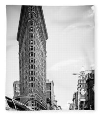 Big In The Big Apple - Bw Fleece Blanket
