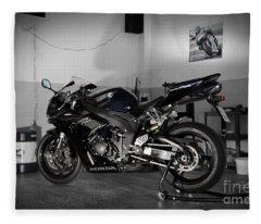 Black 2007 Honda Cbr1000rr Fleece Blanket