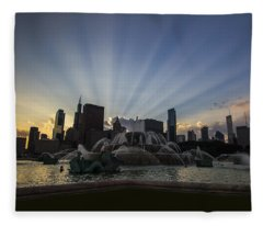 Buckingham Fountain With Rays Of Sunlight Fleece Blanket