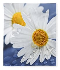 Daisy Flowers With Water Drops Fleece Blanket