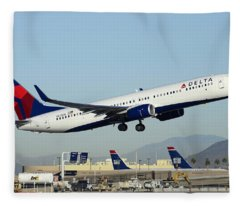 Delta Boeing 737-932 N822dn Phoenix Sky Harbor December 24 2014  Fleece Blanket
