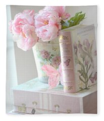 Dreamy Shabby Chic Pink Peonies And Books - Romantic Cottage Peonies Floral Art With Pink Books Fleece Blanket