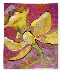 Early Spring Iv Daffodil Series Fleece Blanket