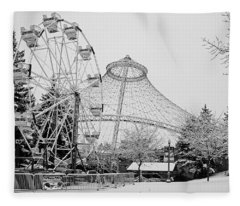 Ferris Wheel And R F P Pavilion - Spokane Washington Fleece Blanket