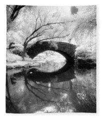 Central Park Photograph - Gapstow Bridge Vertical Fleece Blanket