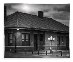 Train Depot At Night - Noir Fleece Blanket