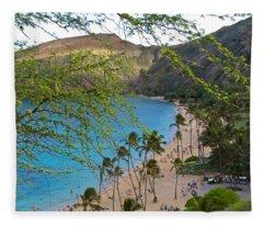 Hanauma Bay Nature Preserve Beach Through Monkeypod Tree Fleece Blanket