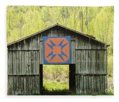 Kentucky Barn Quilt - Happy Hunting Ground Fleece Blanket