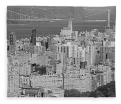 Manhattan Bridge In Black And White Fleece Blanket