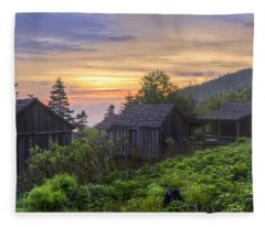 Misty Dawn At Mt Le Conte Fleece Blanket