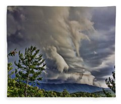 Nature Showing Off Fleece Blanket