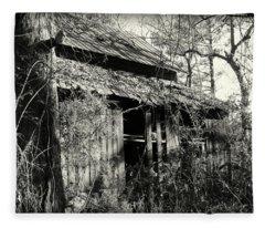 Old Barn In Black And White Fleece Blanket