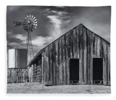 Old Barn No Wind Fleece Blanket