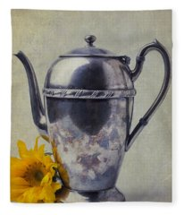 Old Teapot With Sunflower Fleece Blanket