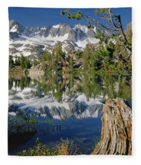 2m6443-v-palisade Peaks And Summit Lake V Fleece Blanket