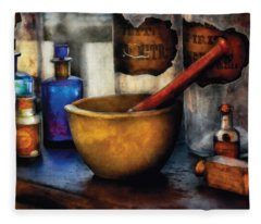 Pharmacist - Mortar And Pestle Fleece Blanket