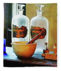 Pharmacist - Mortar And Pestle With Bottles Fleece Blanket