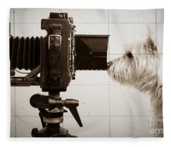 Pho Dog Grapher - Ground Glass View Fleece Blanket