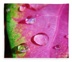 Raindrop On The Leaf Fleece Blanket