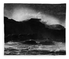Rhode Island Rocks With Crashing Wave Fleece Blanket