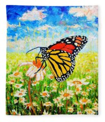 Royal Monarch Butterfly In Daisies Fleece Blanket