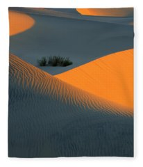 Death Valley Serenade In Light Fleece Blanket