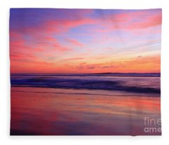 Serene Oceanside Glow Fleece Blanket