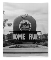 Shea Stadium Home Run Apple In Black And White Fleece Blanket